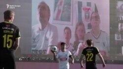 10.000 de suporteri la un meci de fotbal - de la distanță