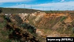 Провал ґрунту в районі будівництва дамби на річці Булганак у Ленінському районі Криму, 2 вересня 2021 року
