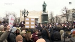 Moscow Protesters Support Navalny's Election Boycott Call