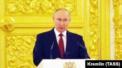18-уми май, Маскав. Президенти Русия Владимир Путин дар маросими супурдани эътиборномаҳо ба сафирони кишварҳои хориҷӣ
