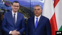 Polish Prime Minister Mateusz Morawiecki (left) and his Hungarian counterpart, Viktor Orban (file photo)