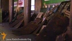 Мітингувальники забарикадували входи до метро «Хрещатик»