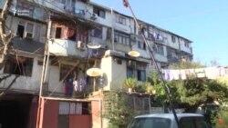 Qəzalı binanın sakinləri: '30 minə harda ev alaq?'