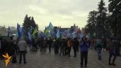Нам дали по 200 гривень, але я серцем за Майдан – учасник провладного мітингу