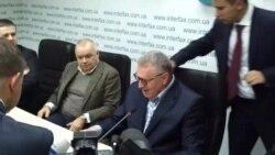 Жириновського атакували в Києві капустою за «нелюбов до України»