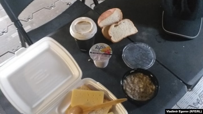 Завтрак в литовском лагере для беженцев