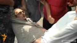 Լարված իրավիճակ Կոմիտաս 5-ում. Տիգրան Խզմալյանը բերման է ենթարկվել