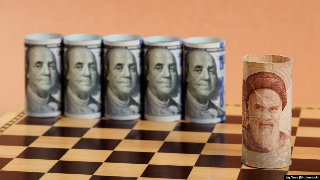 دلار آمریکا اهرم بسیار مهم دیگری است که در زرادخانه این کشور علیه جمهوری اسلامی به کار افتاده و کمر اقتصاد ایران را شکسته است.