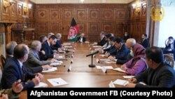 کابل کې د افغانستان جمهور رئیس محمد اشرف غني او د افغان سولې لپاره د امریکا ځانګړي استازي زلمي خلیلزاد لیدنه