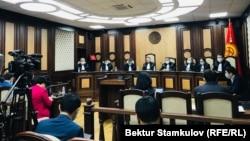 Конституциялык палата парламенттик кайра шайлоо мөөнөтүн өзгөртүү тууралуу мыйзамдын Конституцияга шайкештигин карап жатат.