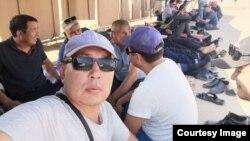 Работники Techno Trading LTD на забастовке с требованием повысить зарплату. Месторождение Жетыбай, Кенкиякский район Мангистауской области. 2 сентября 2021 года