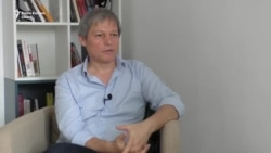 """Dacian Cioloș: """"Schimbarea în politica din România trebuie să vină de la baza societății"""""""