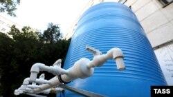 Бочка для води на вулиці Сімферополя