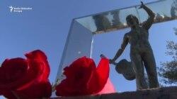 Podgorica: Cvijeće za Vladimira Visockog