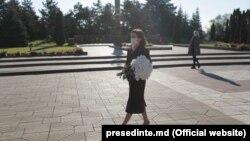 """Președinta Maia Sandu a depus flori la complexul memorial """"Eternitate""""."""