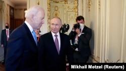 Президентите на САЩ и Русия Джо Байдън и Владимир Путин по време на срещата им в Женева
