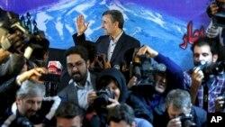 Мурдагы президент Махмуд Ахмадинежад да электен өтпөй калды.