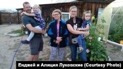 Луковские с детьми на Ольхоне