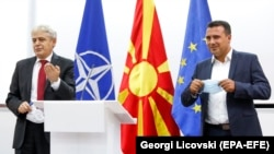 Kreu i BDI-së, Ali Ahmeti dhe ai i LSDM-së, Zoran Zaev gjatë konferencës së përbashkët për media.