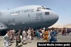 Ауғанстандықтар АҚШ әскери ұшағының ұшуына кедергі жасады.