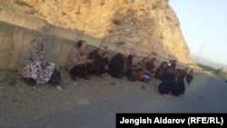 Қырғызстанның Көк-Таш ауылынан эвакуацияланған әйелдер. 29 сәуір 2021 жыл.