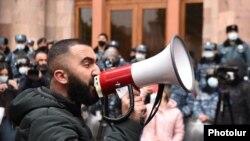 Акция протеста с требованием отставки Никола Пашиняна перед зданием правительства, Ереван, 10 декабря 2020 г.