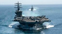 نمایی از ناو هواپیمابر یواساس نیمیتز که از اواخر ماه نوامبر در خلیج فارس گشتزنی میکرد.