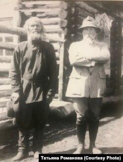 Николай Рерих и Варфоломей Атаманов. Село В. Уймон. 1926 г.