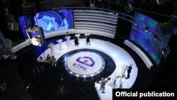 Коомдук телерадио корпорациясынын теледебат өтчү студиясы.