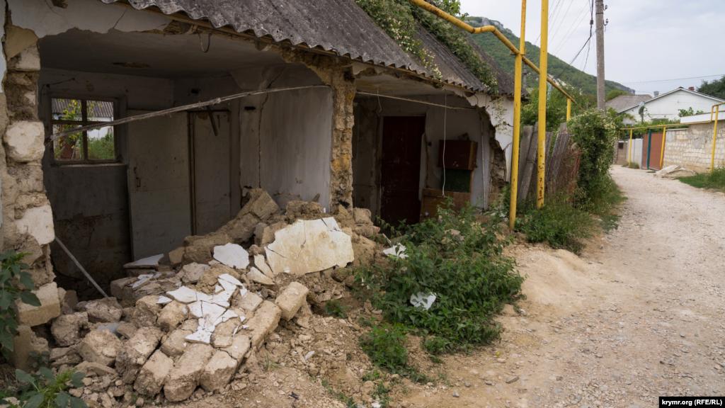 Этот дом близ реки Бельбек тоже вряд ли пригоден для проживания