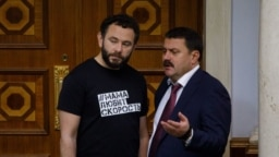 Народні депутати Олександр Дубінський (ліворуч) і Андрій Деркач під час засідання Верховної Ради України, 12 листопада 2019 року