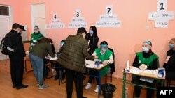 Избирательный участок в Тбилиси, 31 октября 2020 г.