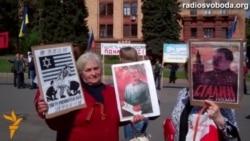У Дніпропетровську комуністи мітингують під портретами Сталіна та Леніна