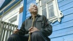 Неизвестная Россия   93-летний ветеран 10 лет не дает канализации затопить свой дом (видео)