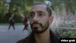 ریز احمد در نمایی از فیلم «صدای متال»