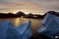 Groenlanda s-a topit mai repede în ultimul deceniu și în vara lui 2019 a înregistrat cele mai îngrijorătoare topiri.
