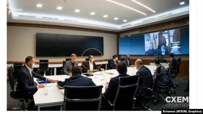 Згаданий юристом Юрій Залуський також був на нараді в Офісі президента влітку 2020 року – на фото він праворуч від Ляйтнера