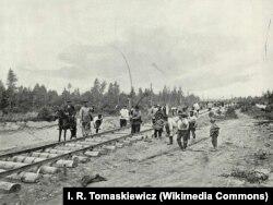Укладка пути на Средне-Сибирской железной дороге в 1898 году