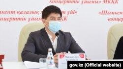 Сәкен Майғазиев (Сурет Шымкент қаласы әкімдігінің сайтынан алынды).
