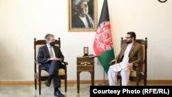 دیدار دین تامپسون (چپ) با حمدالله محب، مشاور امنیت ملی افغانستان