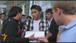 Студентов КИМЭПа отгоняют от микрофона
