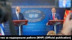 Грчкиот министер за надворешни работи Никос Дендијас е во официјална посета на Скопје.