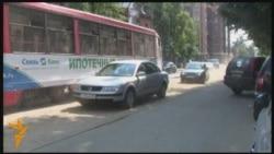 Машина йөртүчеләр Казан урамнарындагы чокырларны буей