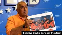 Бойко Борисов показа колажа по време на брифинг в централата на ГЕРБ в сряда