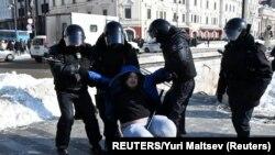 Во время задержаний на акции во Владивостоке 31 января