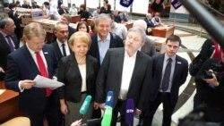 Явлинский передал в ЦИК подписи для регистрации