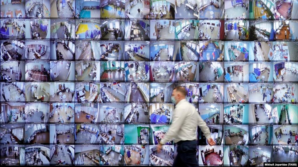 Табло с видеотрансляцией голосования