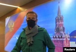 Navalnij a moszkvai reptéren 2021. január 17-én.