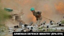 Ermənistan artilleriyasının döyüşçüsü