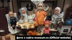 """Экспозиция в музее """"Куклы советского детства"""""""